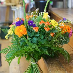 Bright & Cheerful Sustainable Flowers